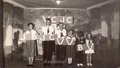 Photo: v.l.n.r. Lammie Talens, Jan Rabs, Jans Oosting, Seichien Oosting, Bert Leever (zwart gemaakt) en Roelie Okken