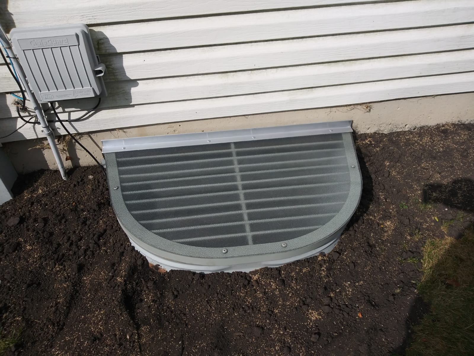 West Dundee, IL-HandyManny Custom Window Well Covers