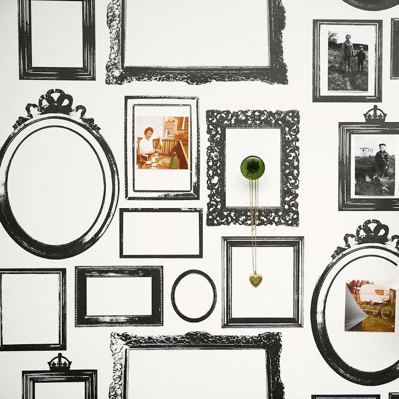 Studio Lisa Bengtsson Familjen Black tapet med ramar