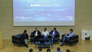 Mesa redonda que contó con varios expertos en marketing trabajando en empresas del sector agrícola de Almería.