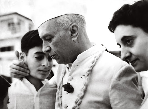 Jawaharlal Nehru bids farewell to grandson Rajiv, while embarking on a tour of Europe