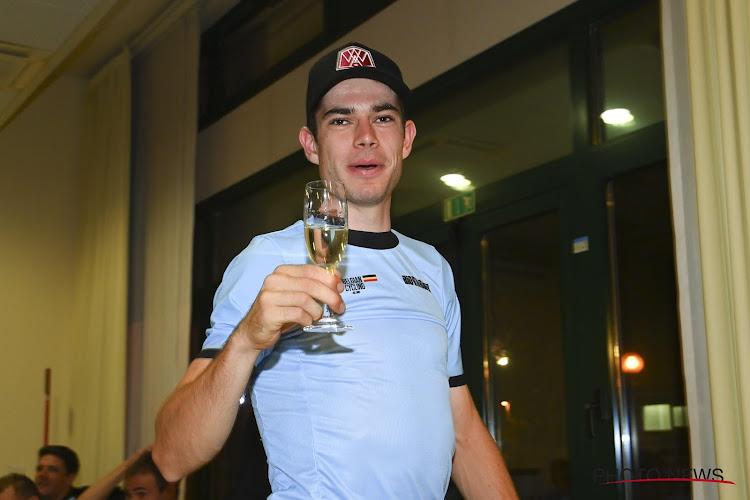 📷 Glaasje bubbels kon er wel af bij de Belgen nadat Van Aert voor eerste WK-medaille zorgde