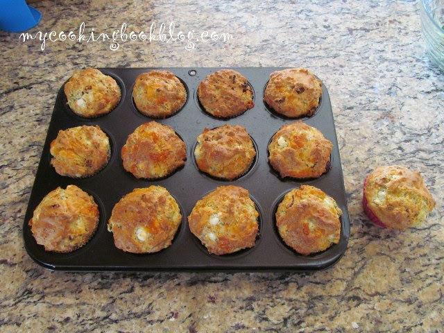 Кексчета с 4 вида сирена, сушени домати и маково семе