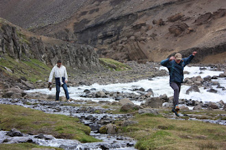 Photo: Nieustraszeni. Pokonają nawet islandzki strumyk!