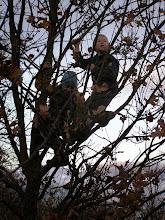 Photo: David s Ondrou an stromě