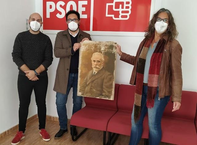 Donación del retrato de Pablo Iglesias por parte de la nieta de Pascual Rodríguez.