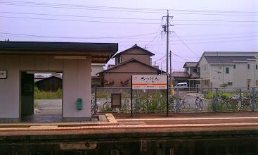 Photo: 昭和31年のいわゆる「六軒事故」の現場となった六軒駅。 http://ja.wikipedia.org/wiki/%E5%85%AD%E8%BB%92%E4%BA%8B%E6%95%85  六軒駅から松阪側の踏み切り脇には、事故の慰霊碑が建立されている。