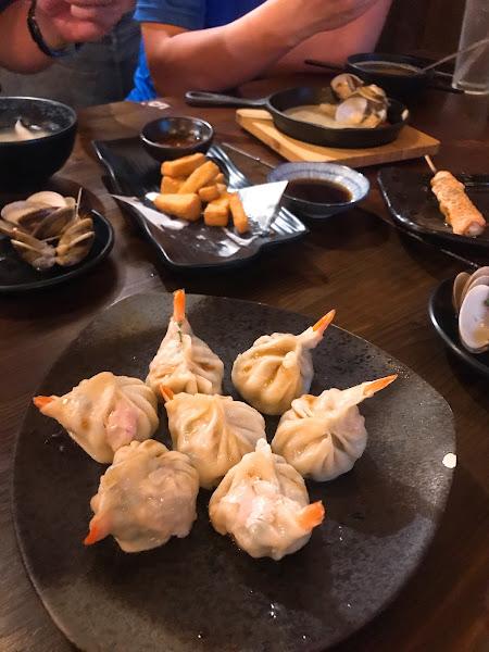 特大握壽司,各式串燒 是間適合與朋友相聚的居酒屋 建議事先預約
