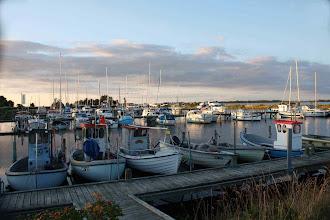 Photo: ...direkt am Hafen