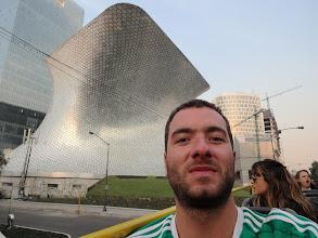 Photo: Takle to muzeum vypadá z venku. Těch šestiúhelníků tam je 16 tisíc. Fakt, sám jsem to počítal :)
