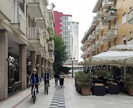 Photo: In Abano suchen wir nach dem Hotel, wo Willy der Reiche immer absteigt.