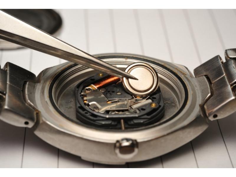 """Pin- """"trái tim"""" trong trái tim"""" của những chiếc đồng hồ quartz"""