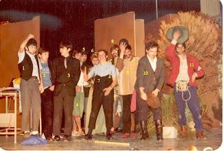 """Photo: JUAN CARLOS GARCIA PASCUAL IDENTIFICA: TEATRO 1982. 1 Franco (navarrico); 2 Juan Carlos Barrena Guijarro; 3 Viejo; 5 Gervasio; 6 Juan José Llamedo """"el meu"""" (dominico, creo); 7 Pelayo; 8 José Manuel Lebredo; 9 Oscar Jesús Fernández (dominico); 10 Antonio """"campomanes""""; 11 Santiago?."""