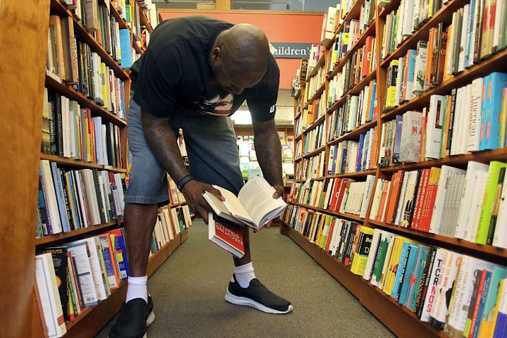Photo: Shaq browses Business.