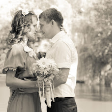 Wedding photographer Oksana Krayushkina (happykermit13). Photo of 16.08.2015