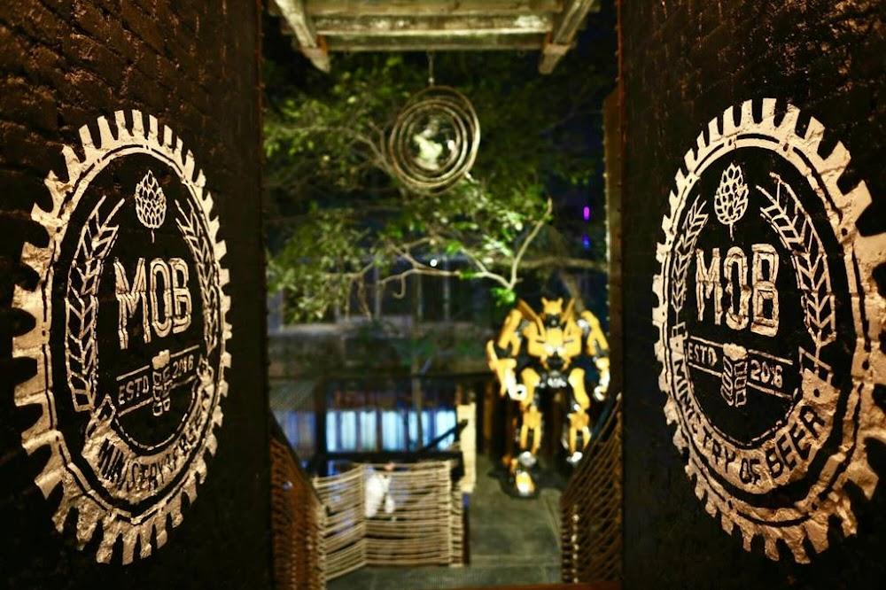 bars-in-delhi-MOB-CP