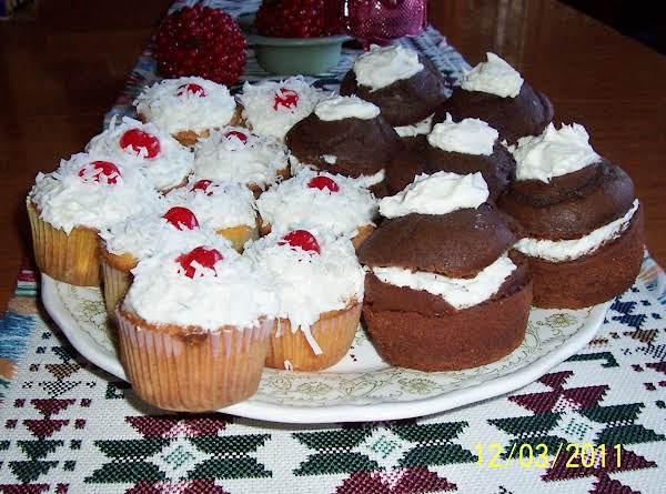 Pina Colada Cupcakes And Whoopie Pie Cupcakes