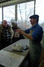 Photo: Fabrique de sonnaille Daban Préparation au brasage dans l'argile.
