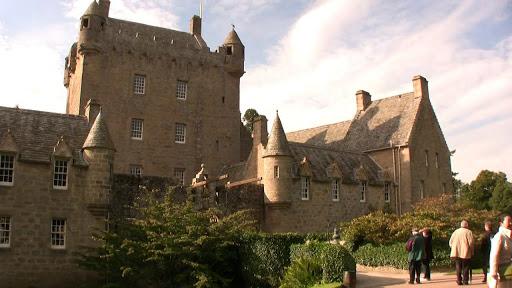 Vista lateral entrada castillo Cawdor