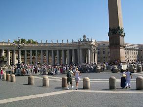 Photo: 35e dag, woensdag 19 augustus 2009 Prima Porta Rome Temp. max.: 38 graden, Wind: - Bft. Windrichting: -. Weerbeeld: zon, warm. Dagafstand 45 Totaal gereden 2293 km . De St. Pieterplein.