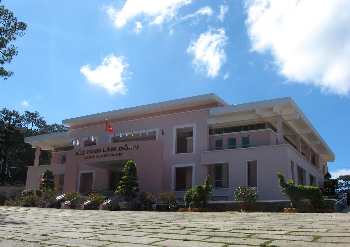 Музей Лам Донг (Bảo tàng Lâm Đồng Lam Dong Museum)