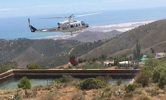 Helicópteros estabilizan un incedio forestal en Enix