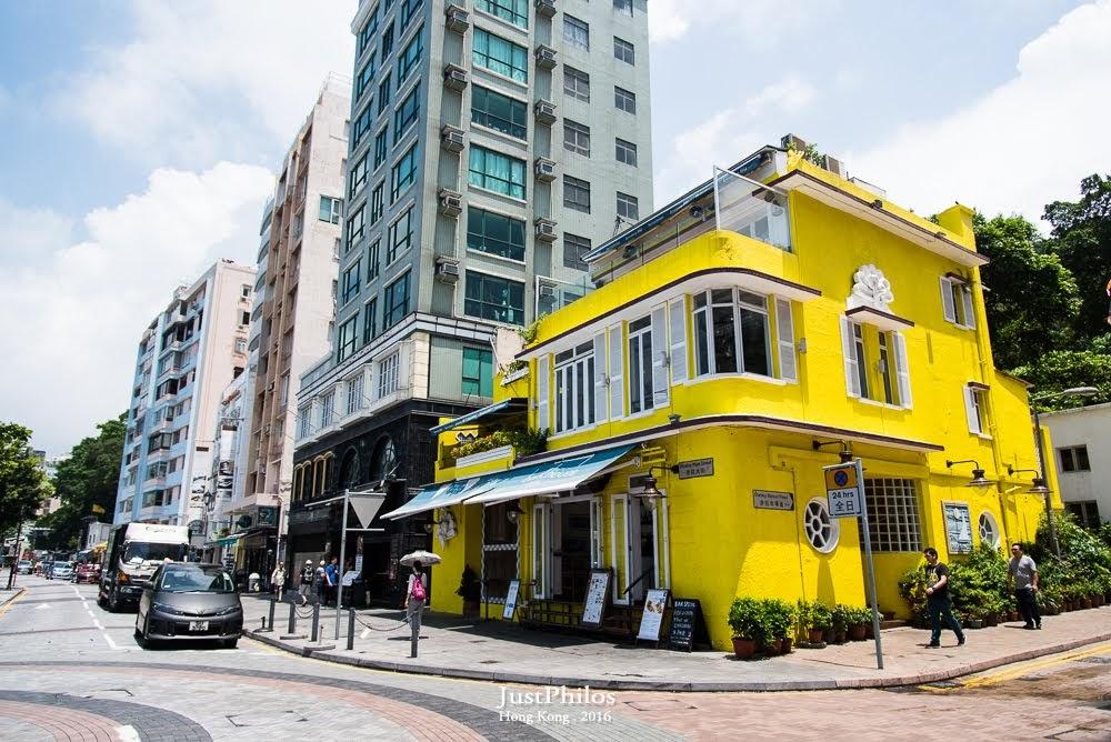 """很多部落格說遊客們都會來拍的""""藍色屋子"""",現在已經變成黃色啦!!!!!"""