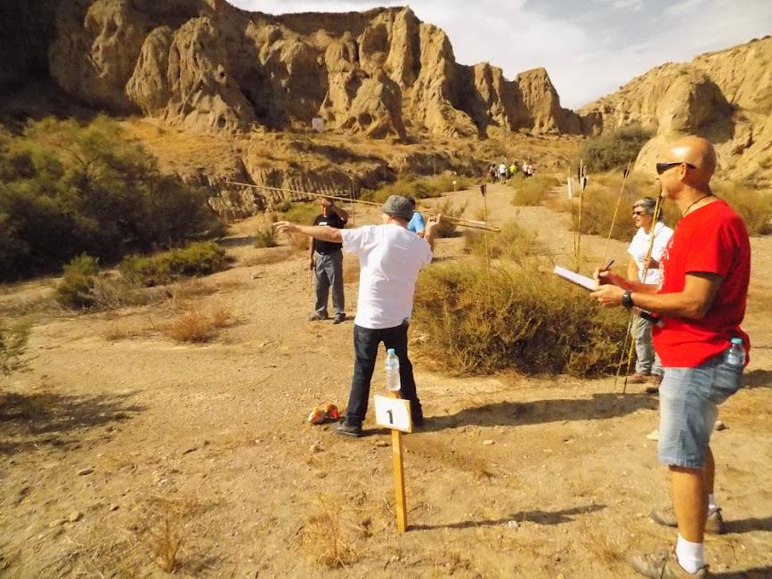 Lanzamiento de azagaya con el propulsor prehistórico.