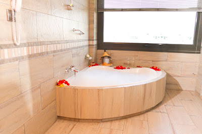 ROOMS - Suite with Jacuzzi