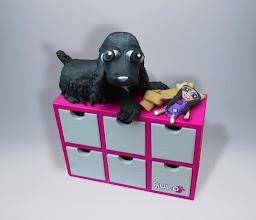 Photo: Mueble cajonera de madera  Modelo personalizado con tu mascota.Pintado con acrílico, interior barnizado. Medidas: 21x 8 cm de base, 14, 5 cm de altura. Figura de papel y cola pintada en acrílico. Hago más or encargo, personalizables, para encargos de este tipo, consultar.