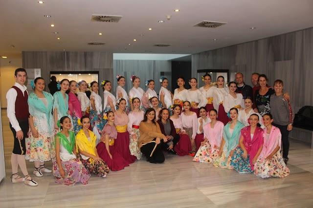 Alumnos y profesores del Departamento de Danza Española.