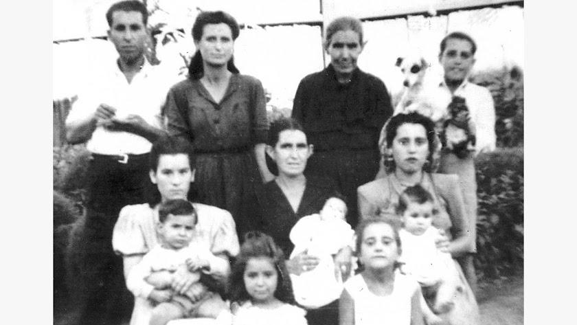 María Ruiz, la guardabarrera de las Almadrabillas, siempre iba vestida de luto desde que perdió a su marido.