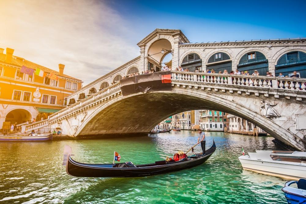 Tráfico ocupado en el Gran Canal - el más famoso de Venecia. Parece incluso se puede oler el agua.