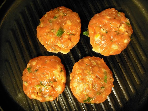Grill burgers in a lightly oiled grill pan for 2 1/2 minutes, flip and...