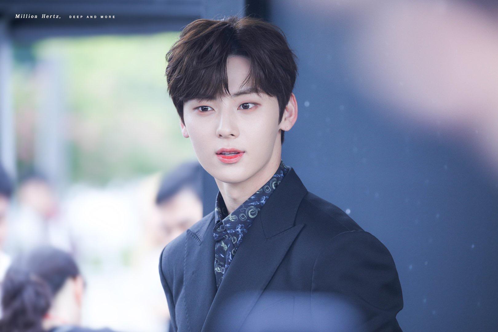 hwang minhyun suit 8