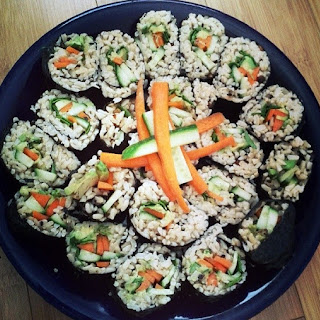 HEALTHY BROWN RICE VEGETARIAN SUSHI ROLLS.