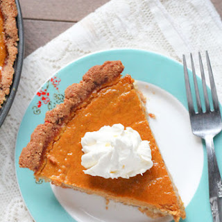 Healthy Gluten-Free Pumpkin Pie {Low-Sugar, Low-Carb}