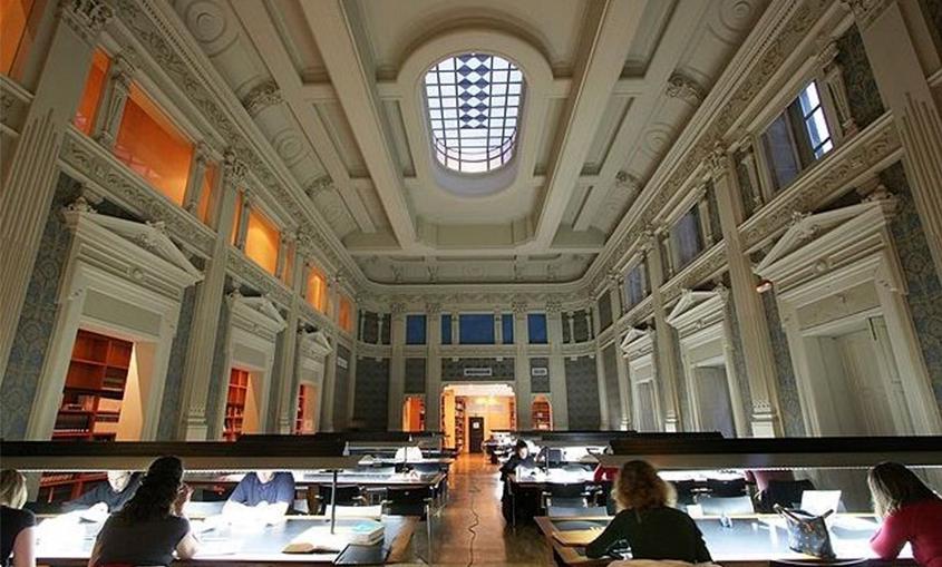 Foto Biblioteca Pública de Vigo Juan Compañel 5