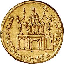 """Photo: Auf der Rückseite ein Triumphbogen mit drei Durchgangsbögen, bekrönt mit einer Triumphatorenquadriga. Darauf steht der Kaiser, rechts von einem Stehenden mit Bogen und Legionsadler und links von einem solchen mit Standarte flankiert. Es handelt sich um Parther, welche dem Kaiser die Feldzeichen reichen. """"Für die Wiedergewinnung der Bürger und Militärzeichen von den Parthern.""""  Im Mai 20 v. Chr. hatte Augustus die in den Jahren 53, 40 und 36 v. Chr. eingebüßten Feldzeichen zurück erhalten. Auch wurden die seinerzeit in Gefangenschaft geratenen Römer freigelassen. Als Vergleichsstück ein Aureus des Augustus aus dem Staatlichen Münzkabinett Berlin  [http://www.smb.museum/ikmk/object.php?id=18202564]"""