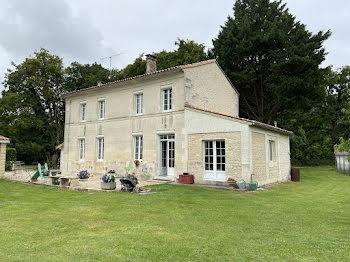maison à Salles-d'Angles (16)