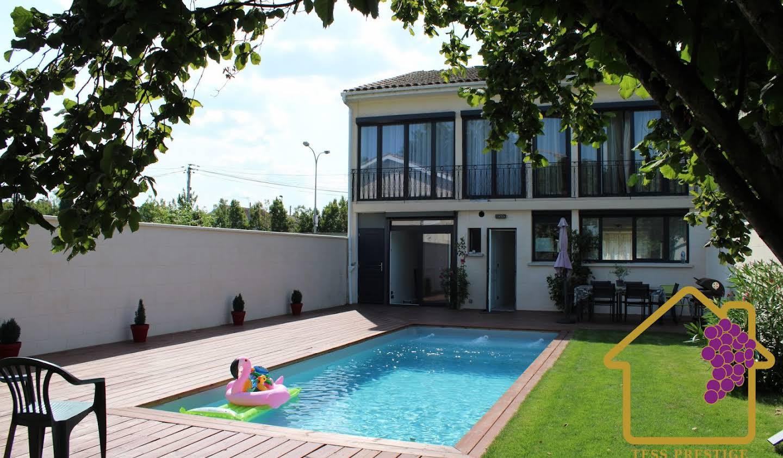 Maison avec piscine et terrasse Cenon