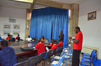 Photo: Mot de bienvenue de Gugustt et présentation de Jokkolabs par Cheick Omar, lead local