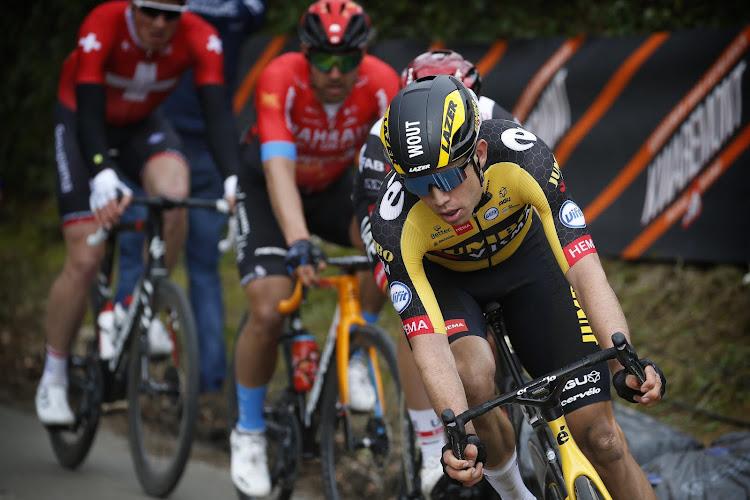 Wout van Aert heeft klassieker al beet en is de snelste van elitegroepje in Gent-Wevelgem