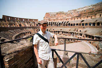 Photo: Turisti Colosseumilla.