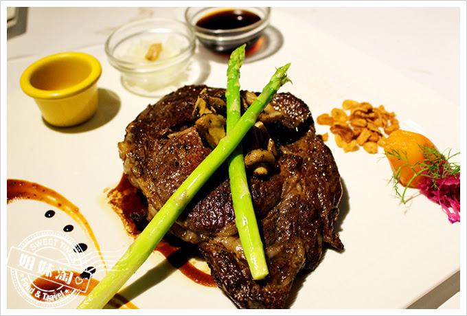 新國際西餐廳肋眼牛排2