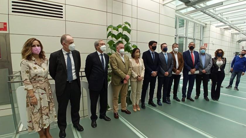 Foto de familia en la visita de los cargos de Ciudadanos a la sede del PITA