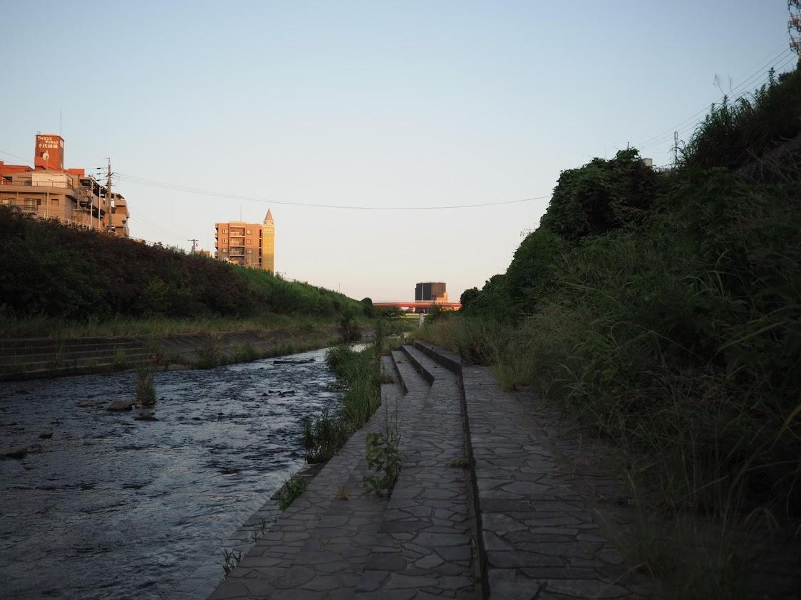 香流川の下流を望む