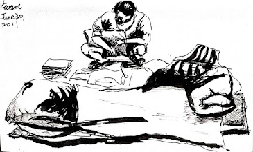 Photo: 亂如麻2011.06.30鋼筆 收容人的個人家當大概就枕頭、棉被、墊被、涼被、藤蓆各一,外加衣物、電器、家書、文具、書籍、訟卷、盥洗用具等,全都打包進執行袋,主人跑到哪這些東西就跟到哪,移監時出發前先倒出來檢查一遍,到目的地再倒出來檢一遍,每個監所規定不同,所以每次檢查就會破壞或沒收一些東西,到新環境又受這樣的對待,可以想像,他們的心情會有多複雜。
