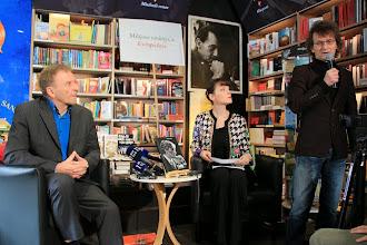 Photo: Hoerdur Torfason, Tjaša Koprivec in Rok Zavrtanik  Foto: Manca Čujež/založba Sanje