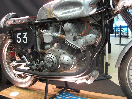 500 Grand Prix Nougier au salon Moto Légende